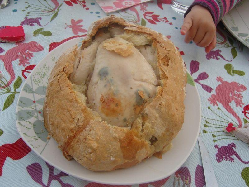 Poulet en croute de pain ouvert
