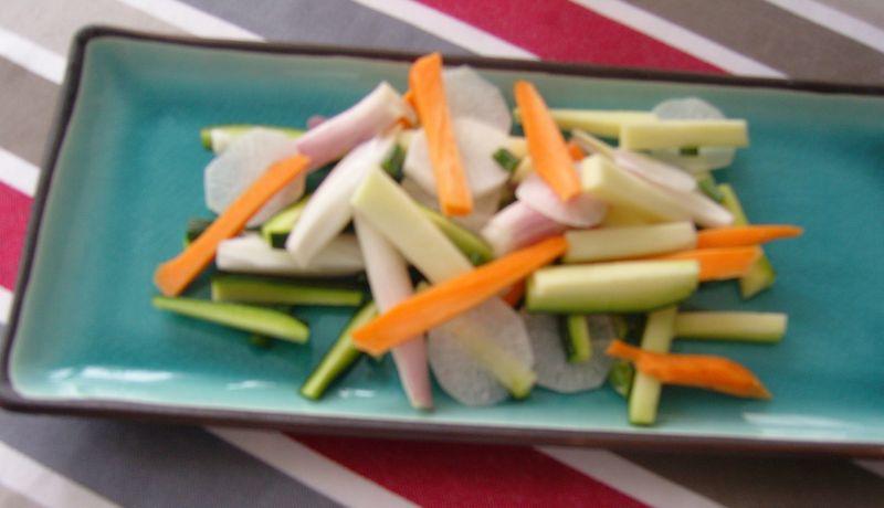 Emincé de daikon radis blanc carottes courgettes echalottes