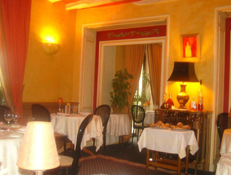 La Roche le Roy Salle du Restaurant