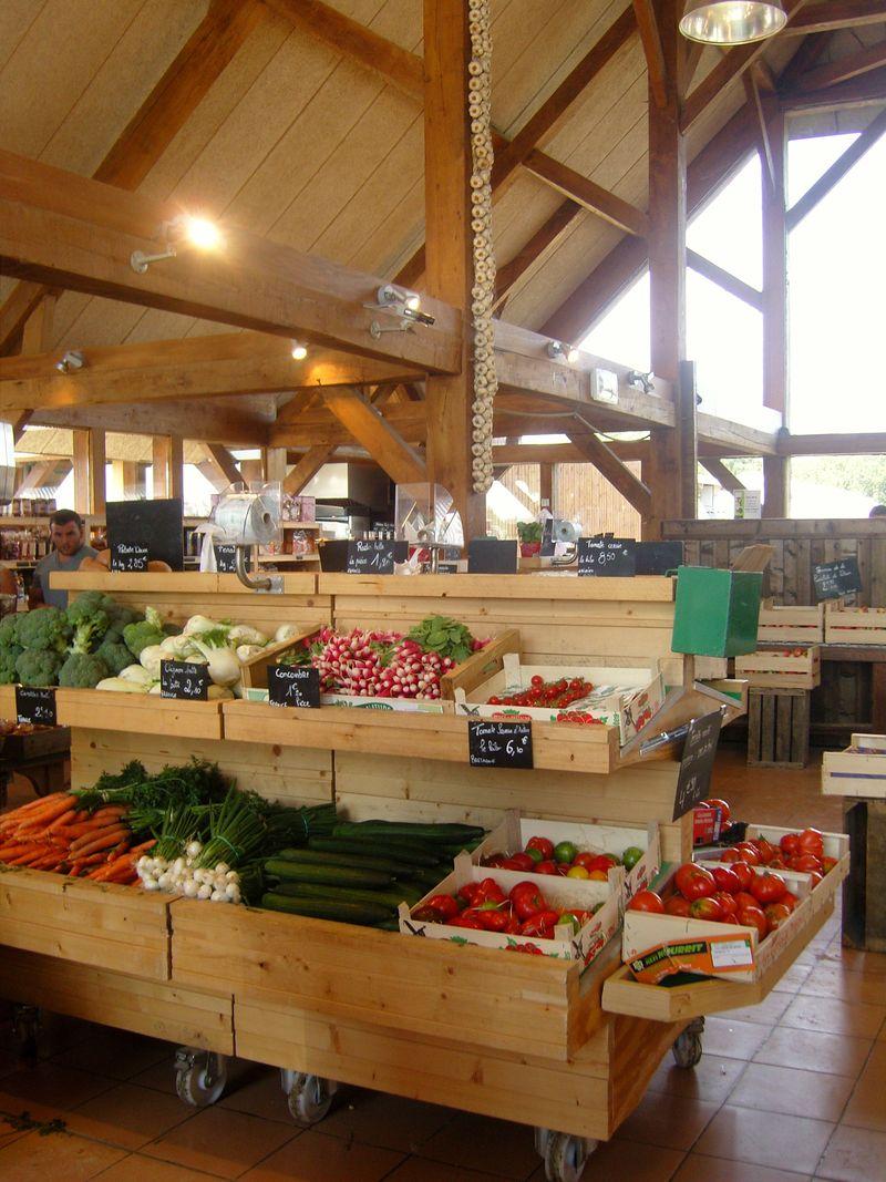 Ferme de Viltain marché de la ferme vue intérieure