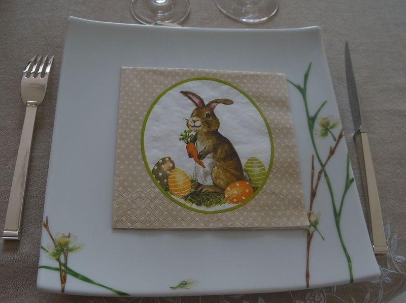 Carottes sur lit de Cottage Cheese ou Décoration Table de Pâques ZOOM serviettes