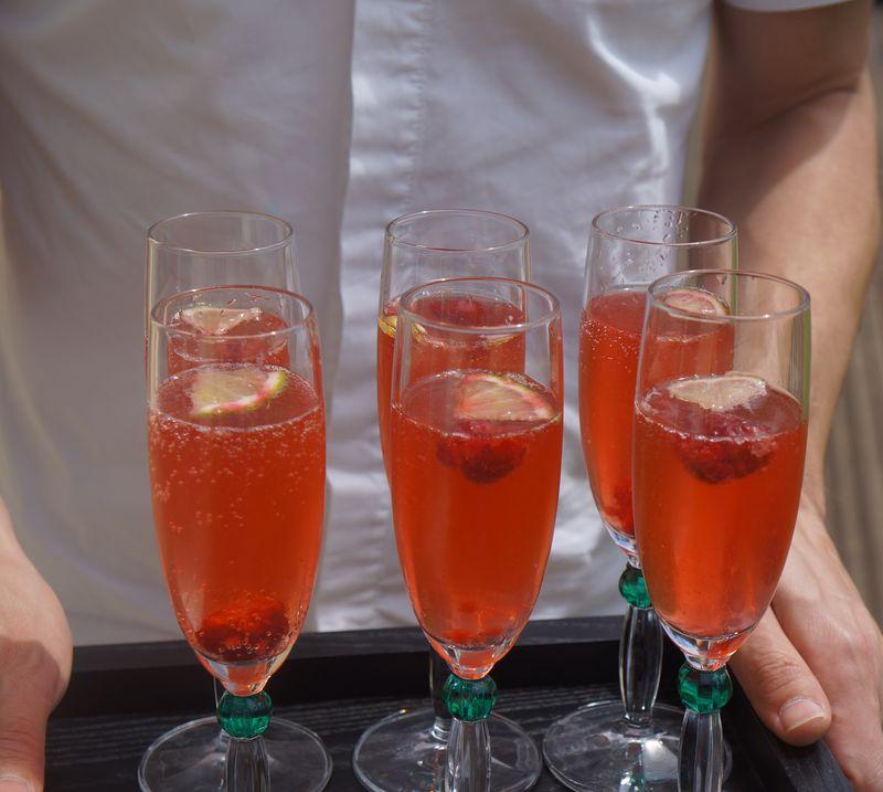 cocktail maison champagne framboises agrumes art de vivre. Black Bedroom Furniture Sets. Home Design Ideas