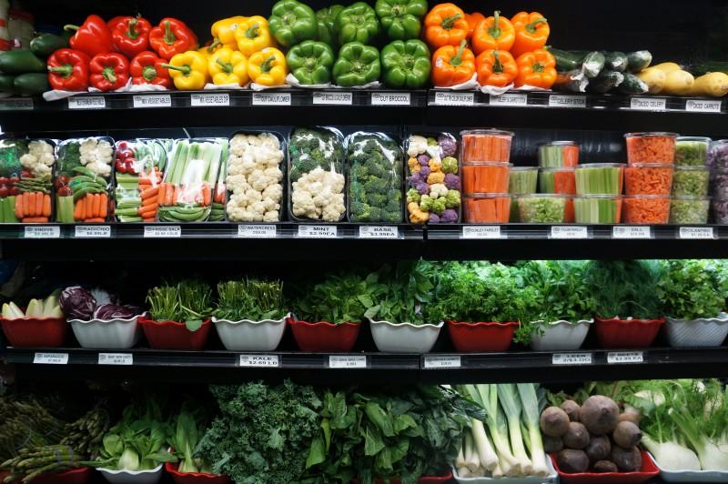 Fruits, Herbes et Lébumes frais préparés au déli Aveue of the Americas