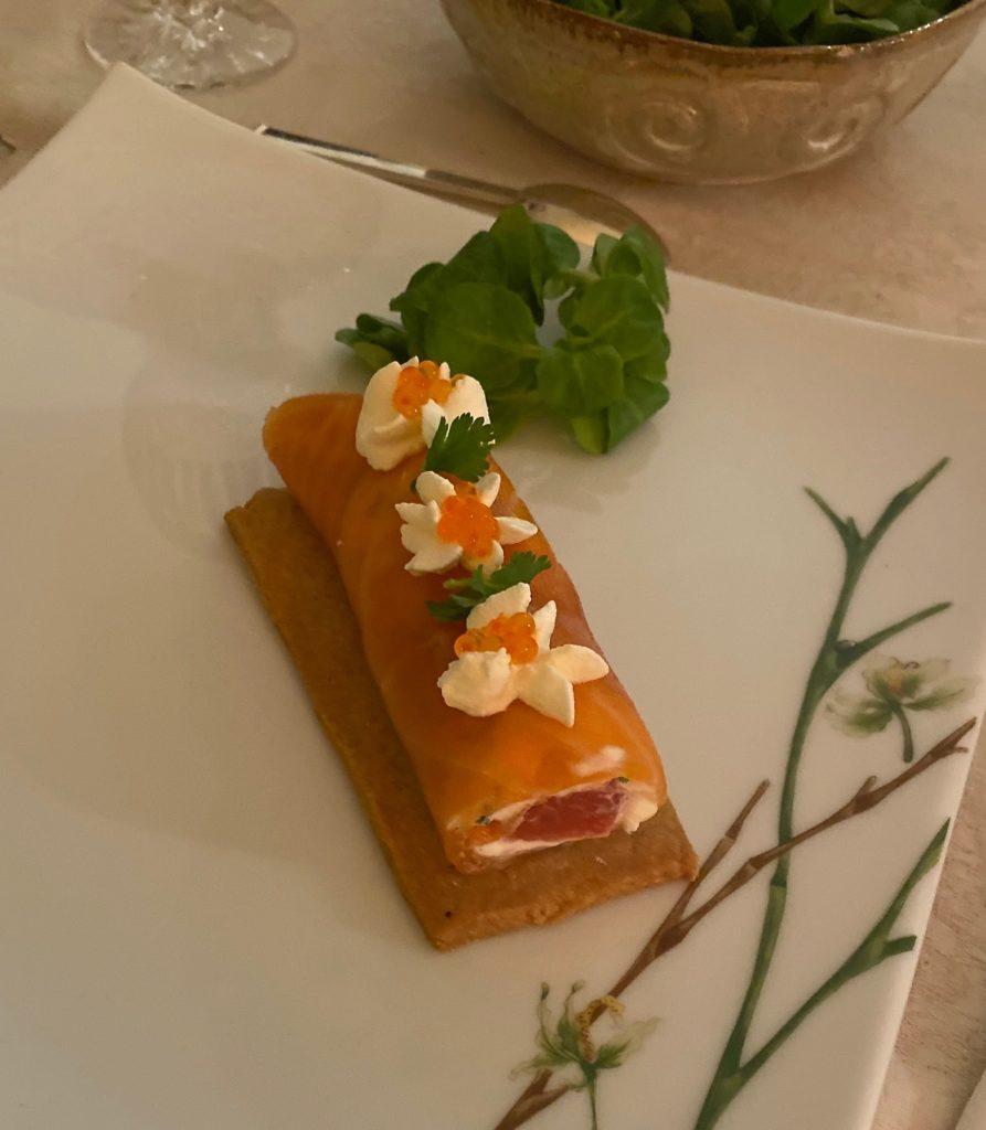 Roulés de Saumon Fumé sur son biscuit Parmesan Sarrasin